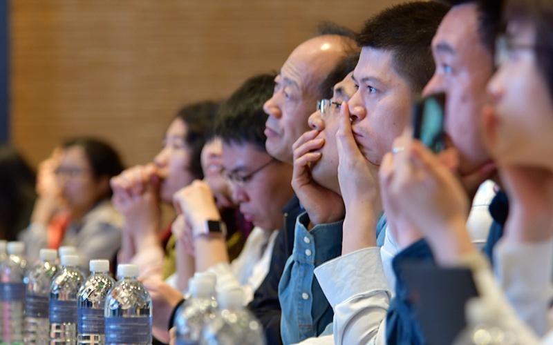 attendees-listen-to-the-speech